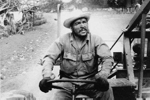 trabajo-voluntario-del-che-en-el-tractor